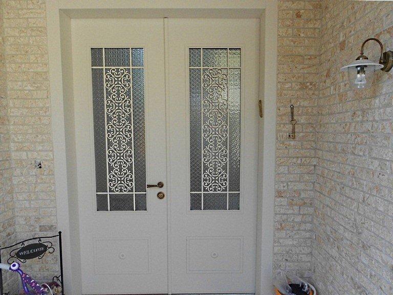 דלת כניסה של וריאציה עם העיצוב המקסים של רויטל גלילי ביבר