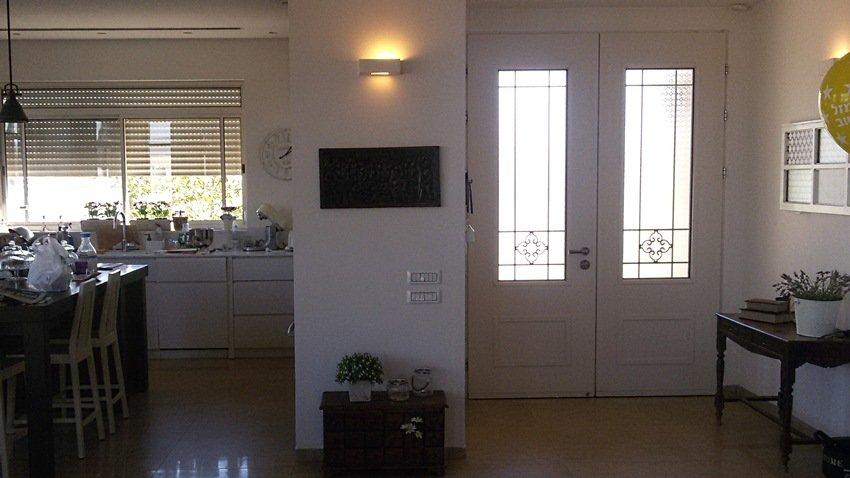 מבט על דלתות הכניסה של וריאציה מבפנים