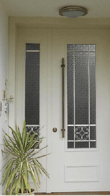 דלת וריאציה מימין-דלת רב בריח משמאל -  תבחרו.
