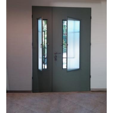 דלת וחצי חלון נפתח ורשת