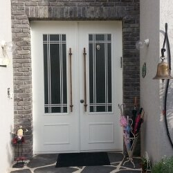 דלתות כניסה מעוצבות RV